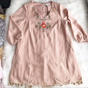 Davi & Dani • NWT Embroidered Dress